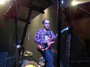 max-tundra-guitar