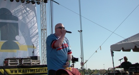 "Brother Ali spitting ""Good Lord"", Courtesy of Erik Burg"