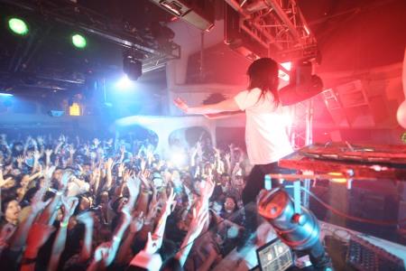 steve-aoki-crowd